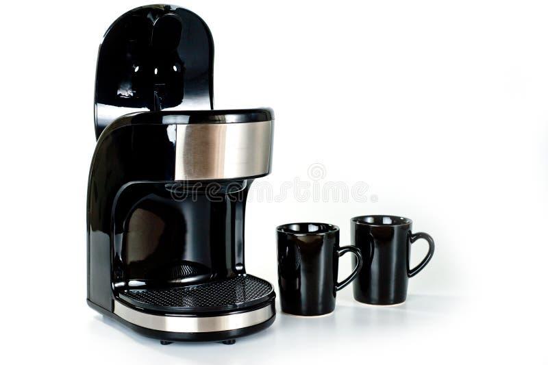 Elektrisch koffiezetapparaat met twee koppen op een witte achtergrond royalty-vrije stock fotografie