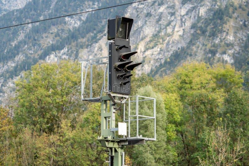 Elektrisch signaalverkeerslicht van een spoorweg royalty-vrije stock fotografie