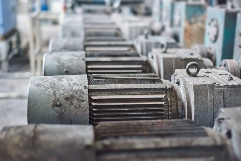 Elektrische actuator voor industriële molen in workshop royalty-vrije stock afbeelding
