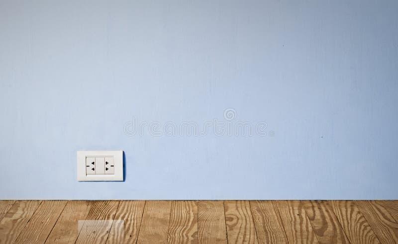 Elektrische afzet in oude muur. stock foto's