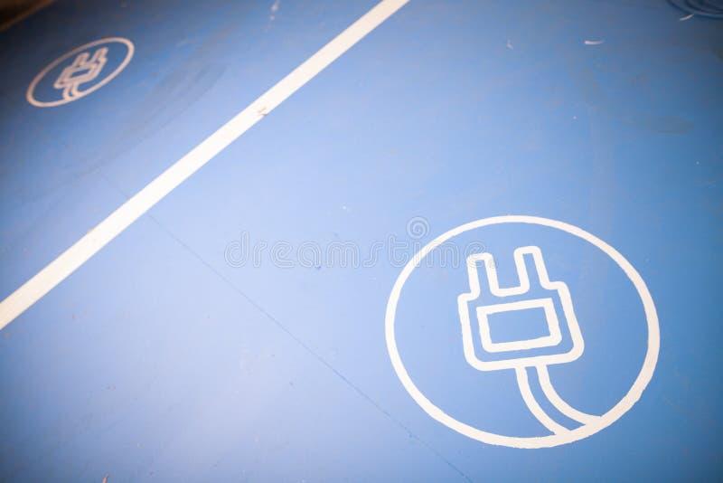Elektrische auto het laden plaats royalty-vrije stock fotografie