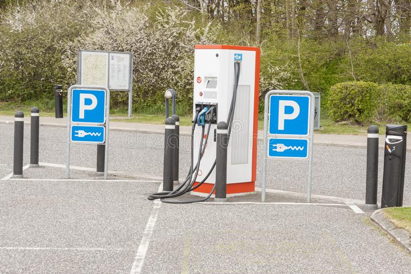 Elektrische auto het laden post - Denemarken royalty-vrije stock foto