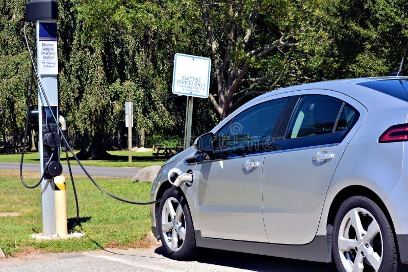 Elektrische auto het laden post in viering Florida Verenigde Staten de V royalty-vrije stock foto