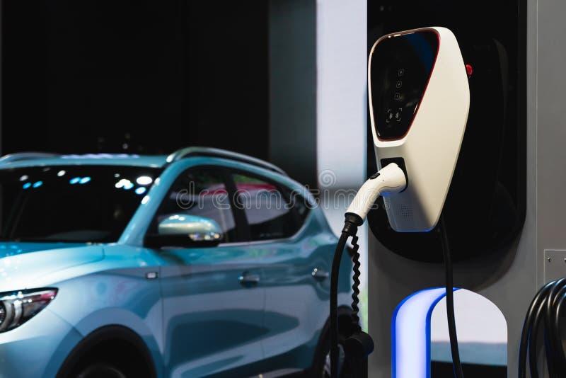 Elektrische auto het laden post in viering Florida Verenigde Staten de V Voeding voor elektrische auto het laden post met evauto  royalty-vrije stock foto's