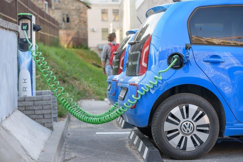 Elektrische auto Volkswagen e-omhoog royalty-vrije stock afbeeldingen