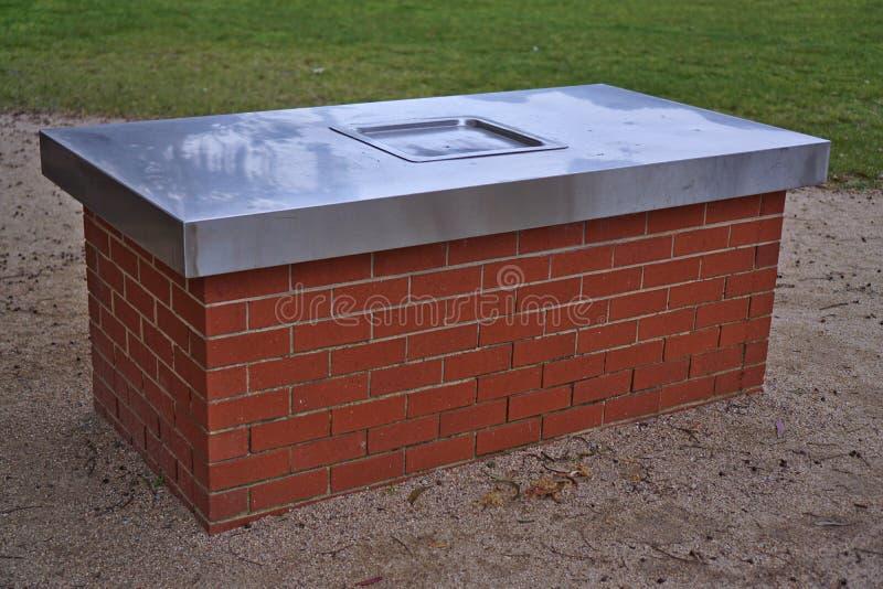 Elektrische barbecue in park royalty-vrije stock afbeeldingen