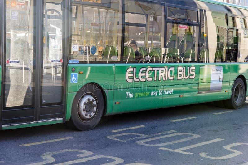 Elektrische bus met Navulbare batterij royalty-vrije stock foto