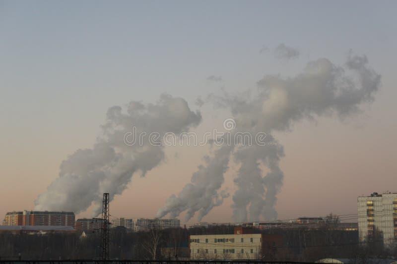 Elektrische centrale in de winter stock afbeelding