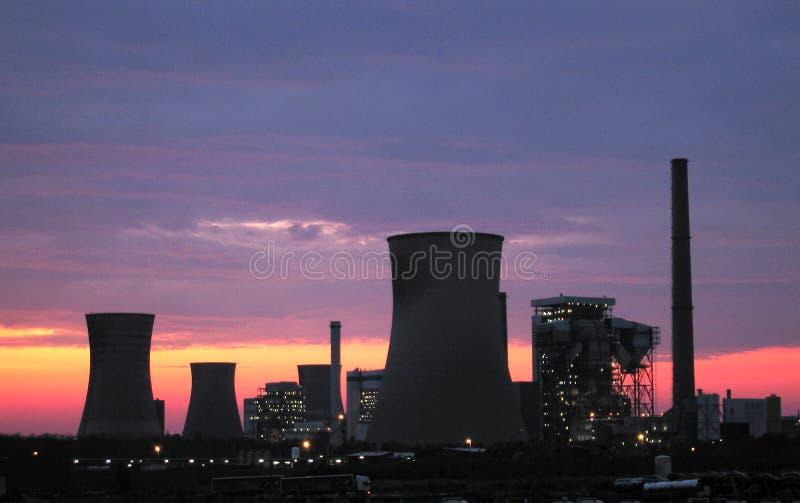 Elektrische centrales bij de zonsopgang royalty-vrije stock foto's