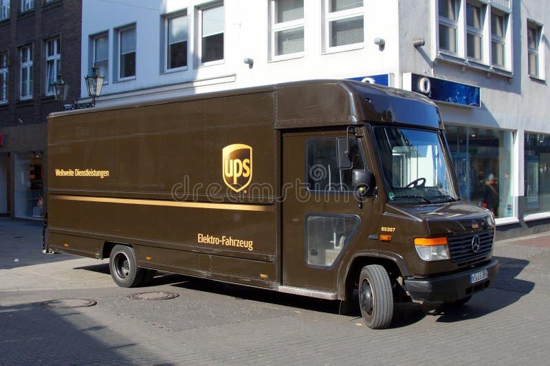 Elektrische de leveringsvrachtwagen van UPS Mercedes stock afbeeldingen