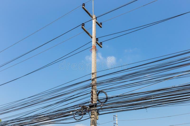 Elektrische Drähte Auf Strommast, Thailand Stockbild - Bild von ...