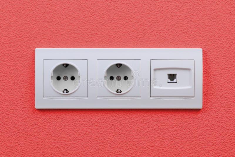 Elektrische en Internet-afzet op muur royalty-vrije stock fotografie