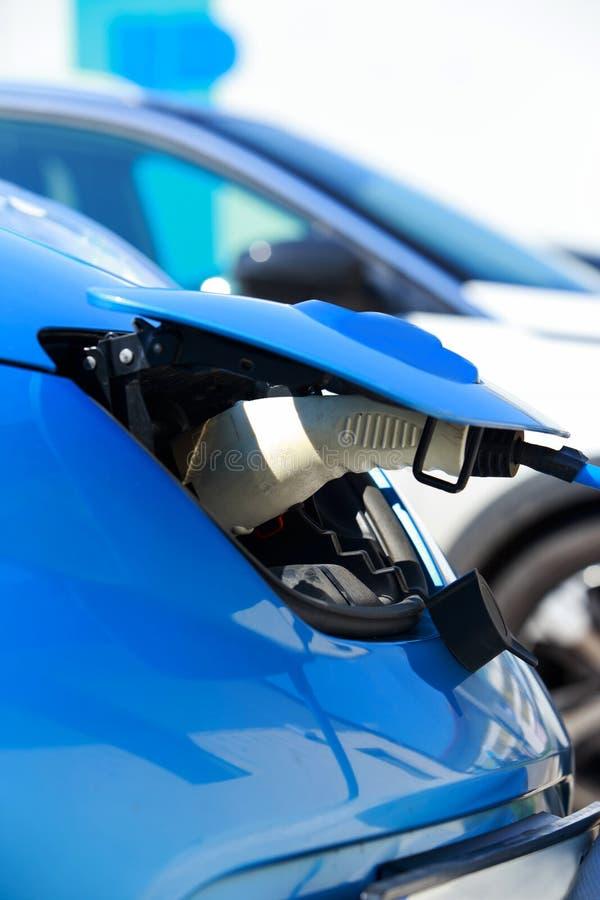 Elektrische Fahrzeugaufladung lizenzfreie stockfotografie