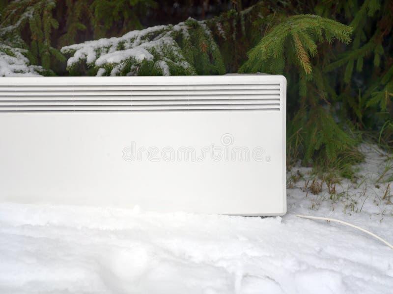 Download Elektrische Heater On Snow stockfoto. Bild von heizung - 106803560