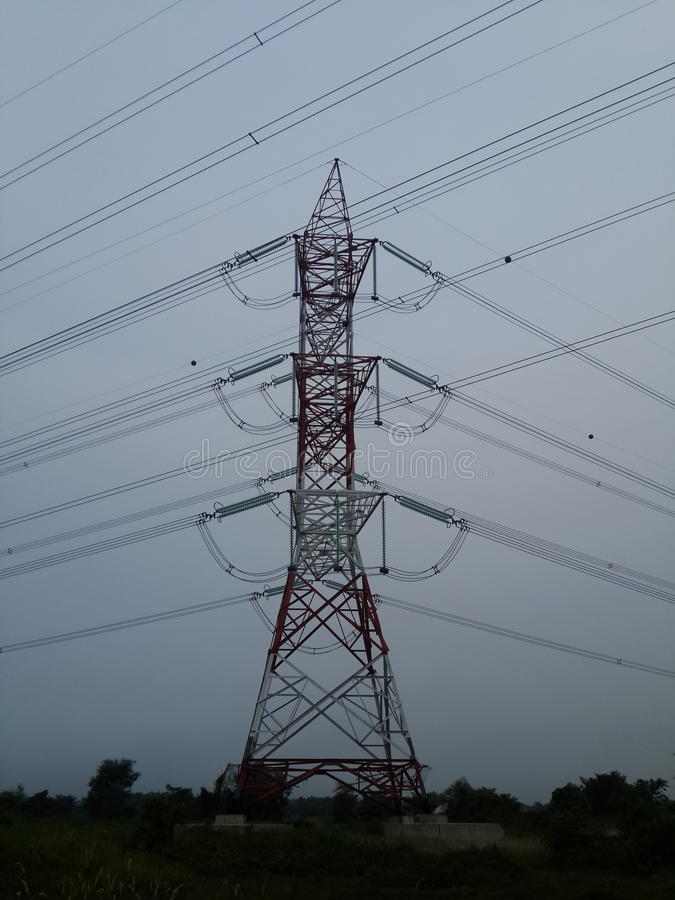 Elektrische Hochspannungsleitung lizenzfreie stockfotografie