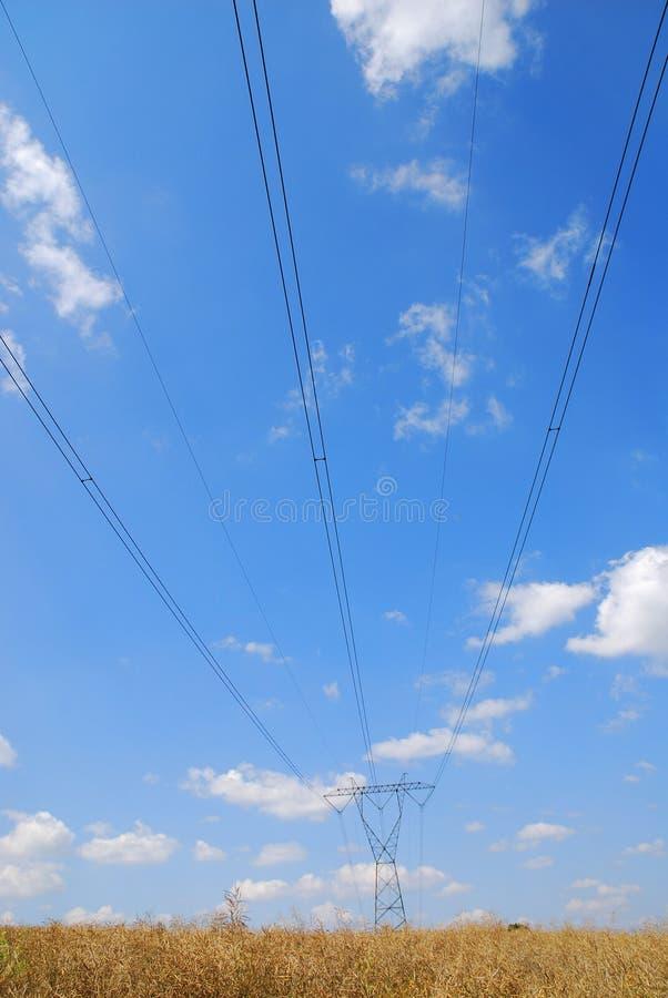 Elektrische Hochspannungszeilen stockfoto