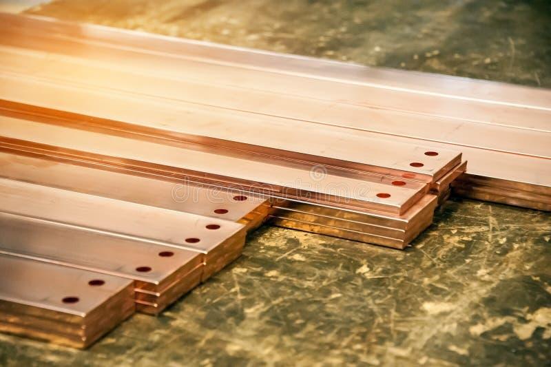 Elektrische kupferne Sammelschiene für installieren in industrielles elektrisches Kabinett lizenzfreie stockfotos