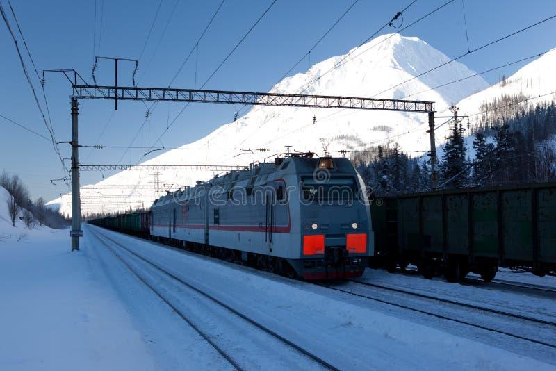 Elektrische locomotief met vervoer stock afbeelding