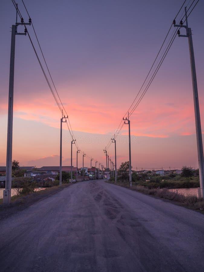 Elektrische Pfostenstruktur auf Sonnenuntergang lizenzfreies stockfoto