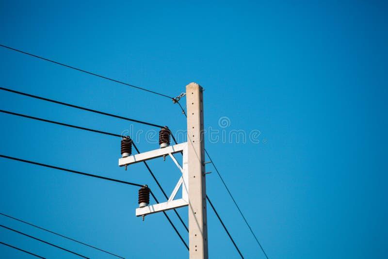 Elektrische pool en kabel blauwe hemel royalty-vrije stock foto