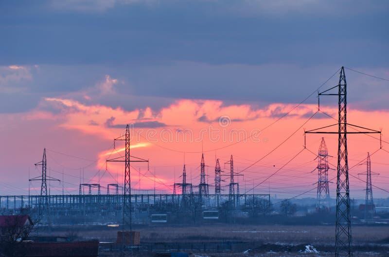 Elektrische powerlines stock foto's