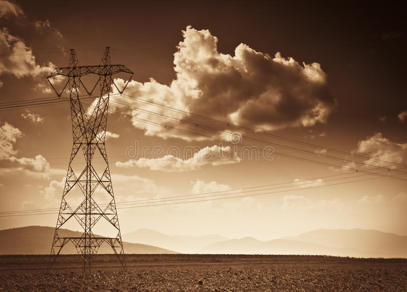 Elektrische Starkstromleitungen stockbild
