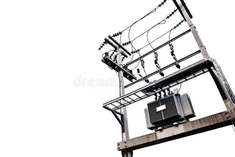Elektrische transformatoren op elektrische die pool, op witte achtergrond wordt geïsoleerd stock fotografie