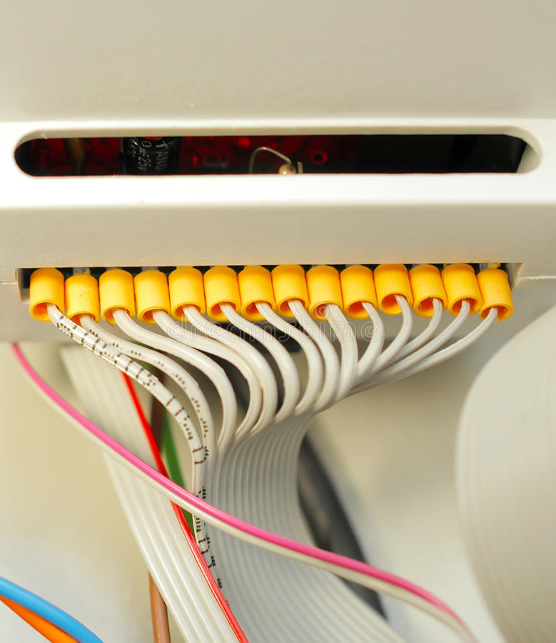 Elektrische vastgelopen witte die draden met de commutatoren worden verbonden stock afbeelding