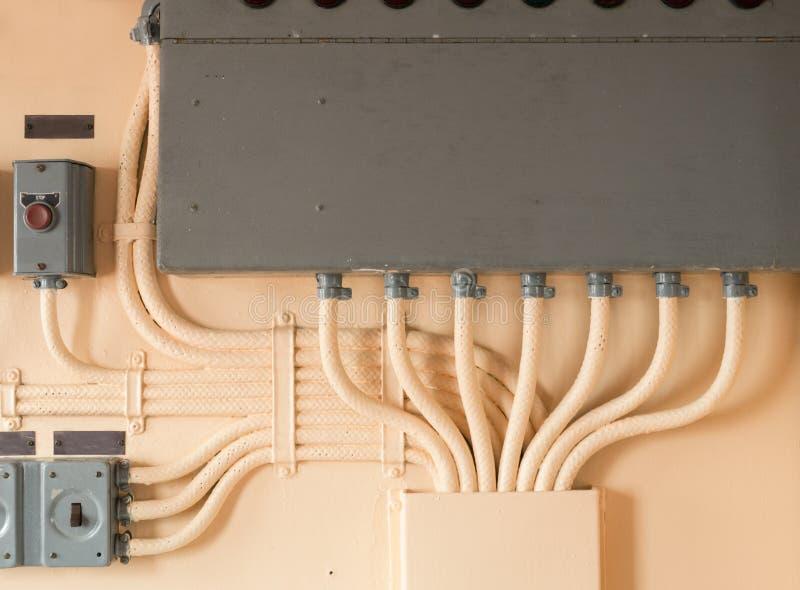Elektrische Verdrahtung im Freien lizenzfreie stockfotos