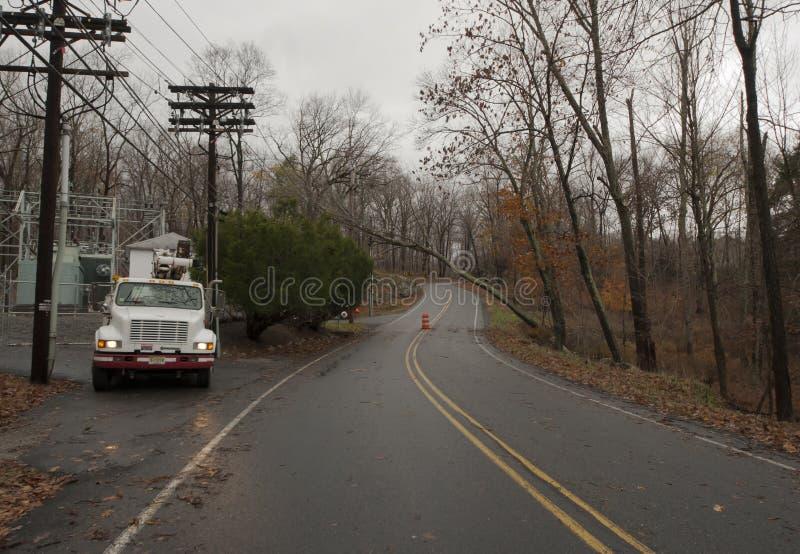 Elektrische vrachtwagen die wacht te werken. Zandige Hurricame. royalty-vrije stock afbeeldingen