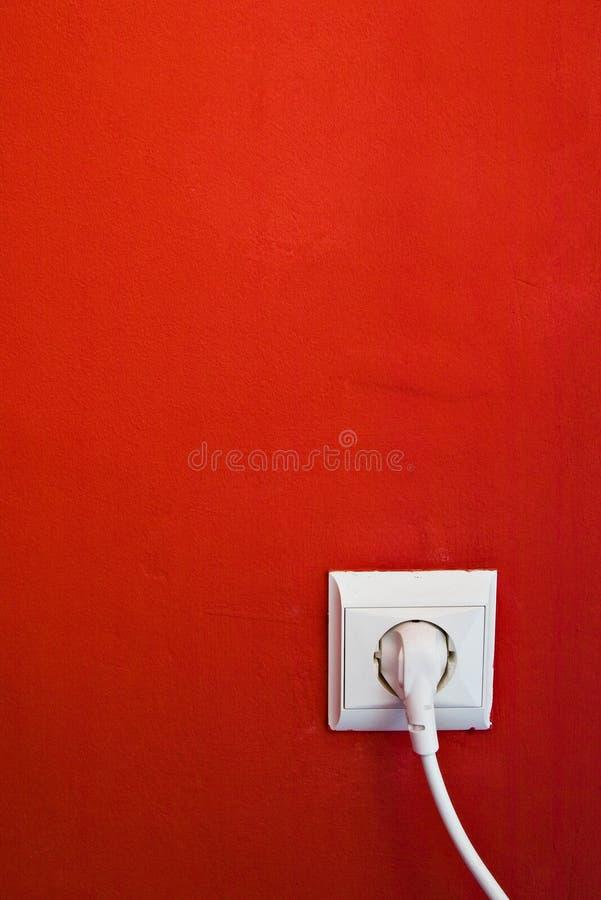 Elektrischer Anschluss auf roter Wand lizenzfreies stockbild