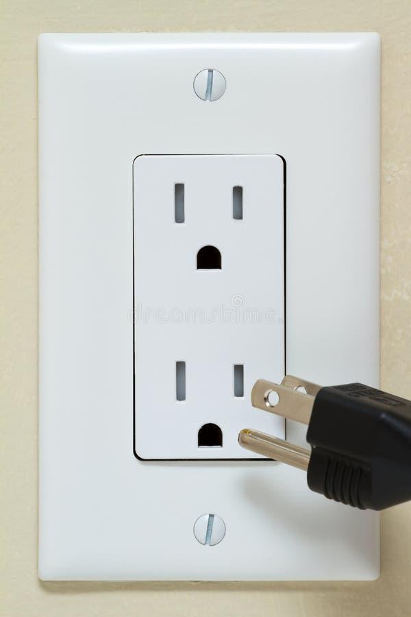 Elektrischer Anschluss mit Seilzug stockfotografie
