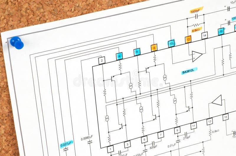 Elektrischer Entwurf auf Korkenvorstand lizenzfreie stockfotografie
