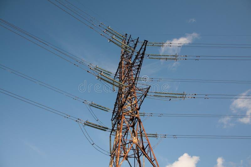 Elektrischer Kontrollturm mit Isolierungen lizenzfreies stockfoto