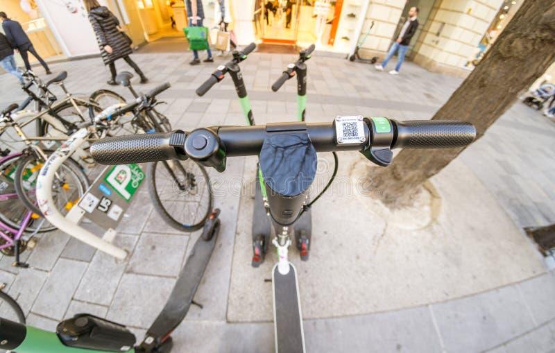 Elektrischer Roller des Kalkes in Wien lizenzfreies stockfoto