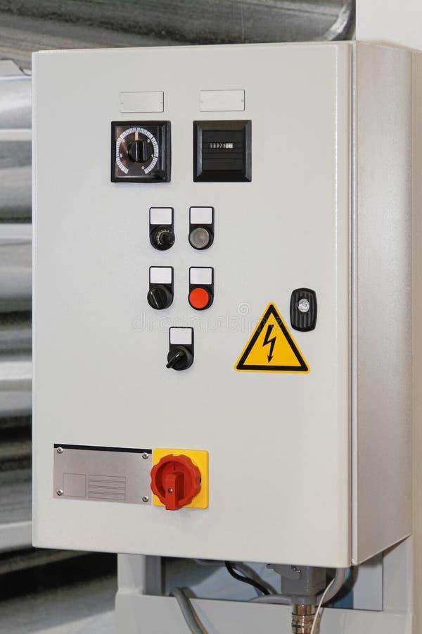 Elektrischer Steuerkasten stockbild. Bild von stoß, tasten - 43886423