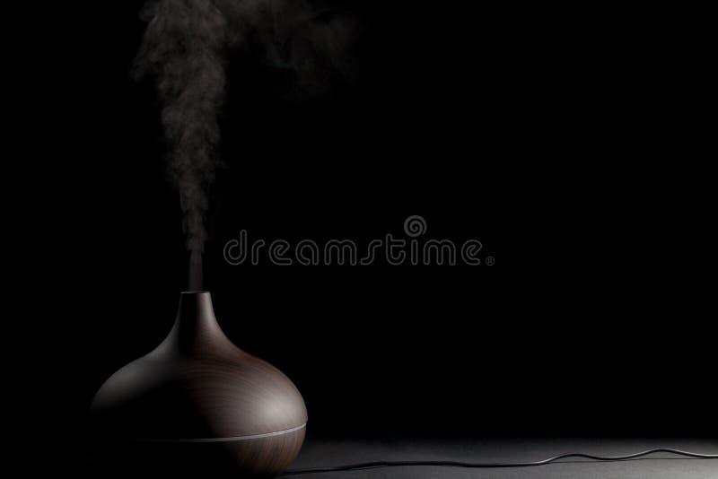 Elektrisches Aromatherapiegerät Elektronisches Diffusorgerät gebräuchlich lizenzfreie stockfotos