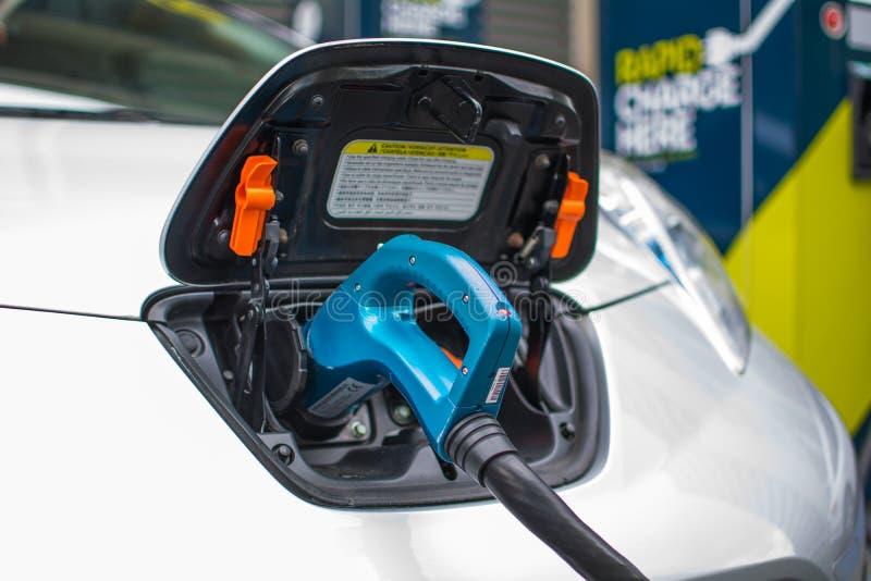 Elektrisches Auto-Aufladung stockbild