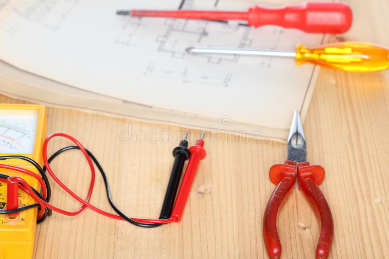 Elektrisches Instrument mit Werkzeugen lizenzfreies stockbild