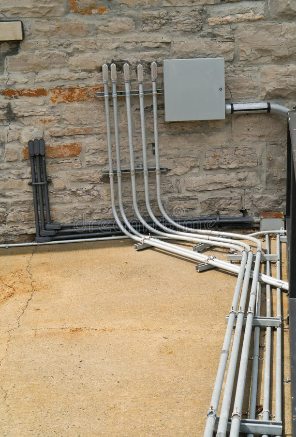Elektrisches Rohr und Panel. lizenzfreie stockfotografie