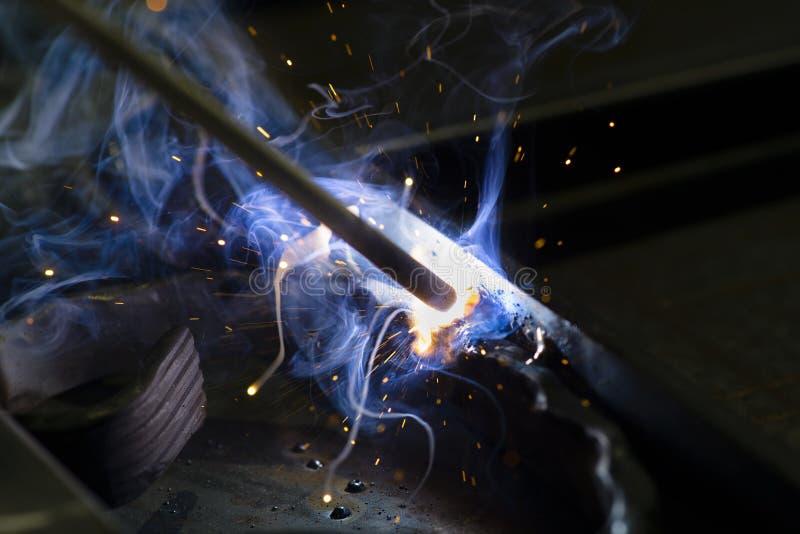 Elektrisches Schweißen lizenzfreie stockfotografie