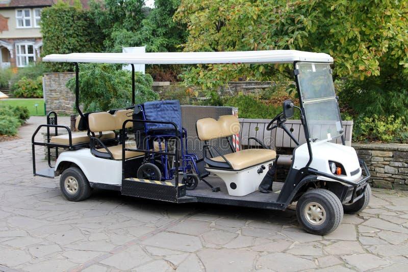 Elektrisk barnvagn som utrustas fullständigt för rörelsehindrat folk royaltyfri bild