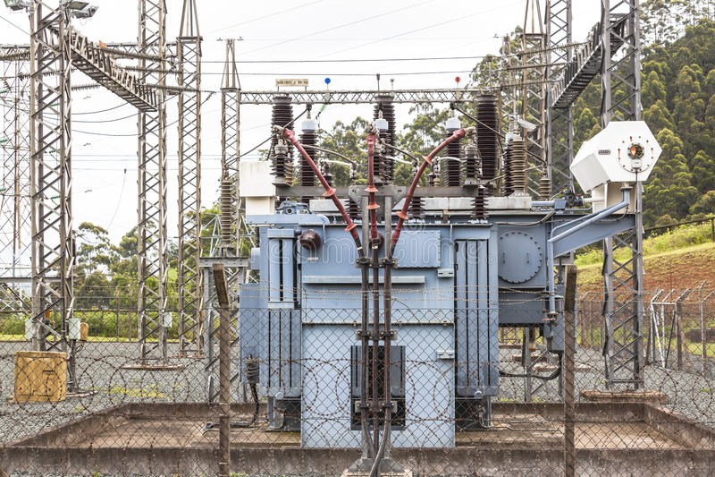 Elektrisk Destribution transformator arkivfoton