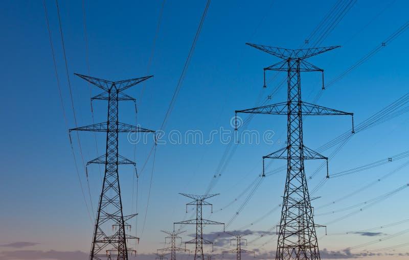 elektrisk elektricitetspylonsöverföring royaltyfria foton