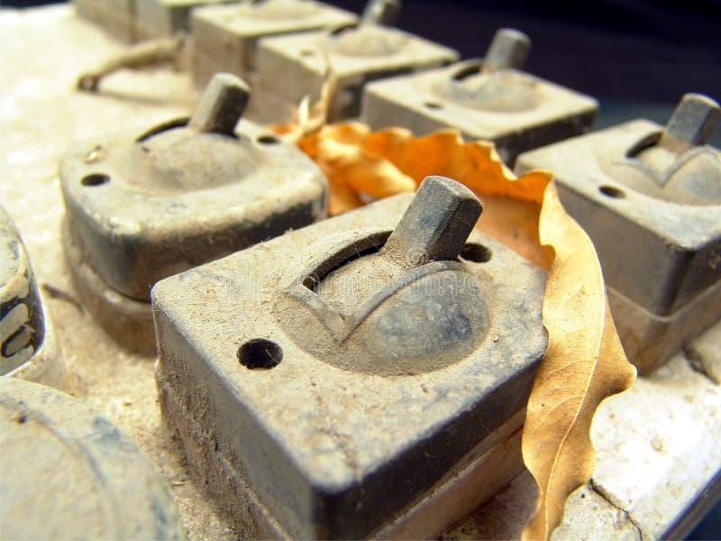 elektrisk gammal strömbrytaretappning arkivfoton
