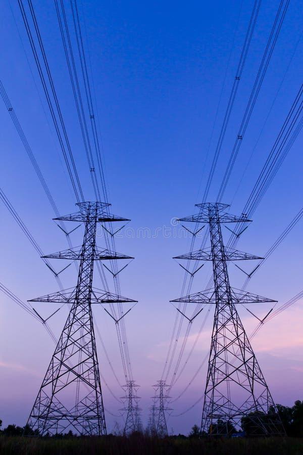 elektrisk hög stolpeströmspänning royaltyfria foton