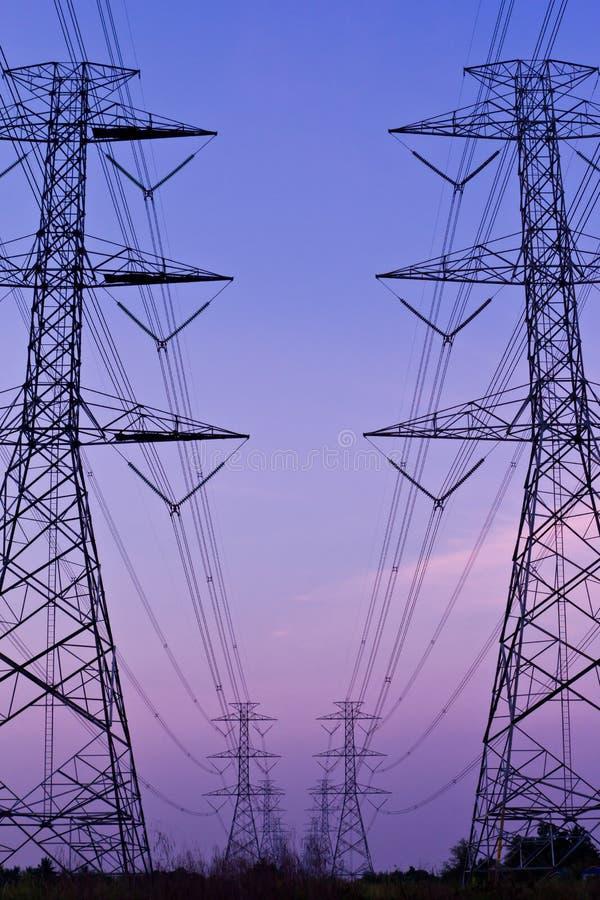 elektrisk hög stolpeströmspänning arkivfoto
