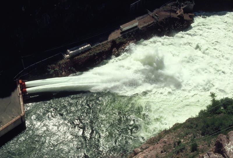 Download Elektrisk Hydrospillway För Fördämning Arkivfoto - Bild: 39308