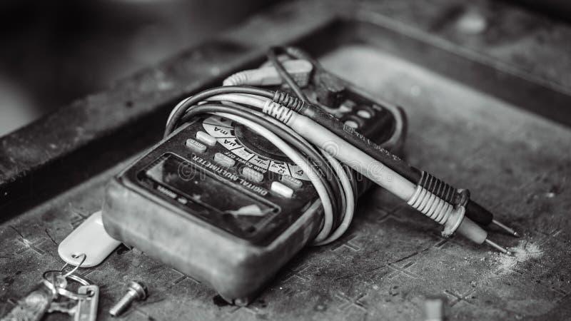 Elektrisk indikatorapparat för Digital Multimeter royaltyfria bilder