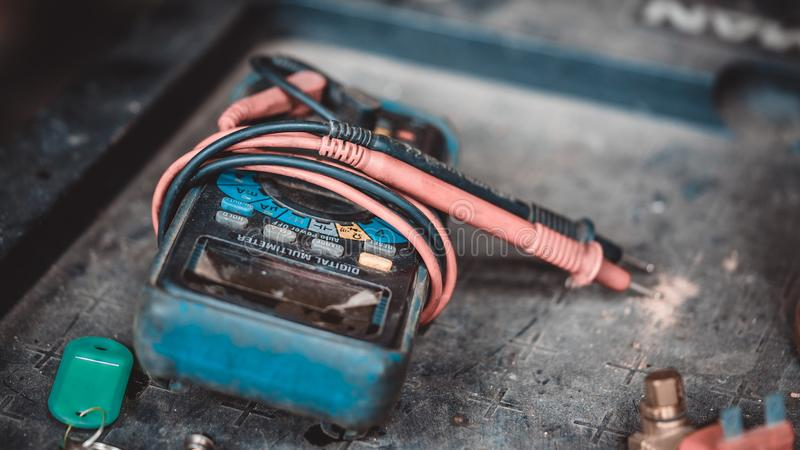 Elektrisk indikatorapparat för Digital Multimeter royaltyfri foto